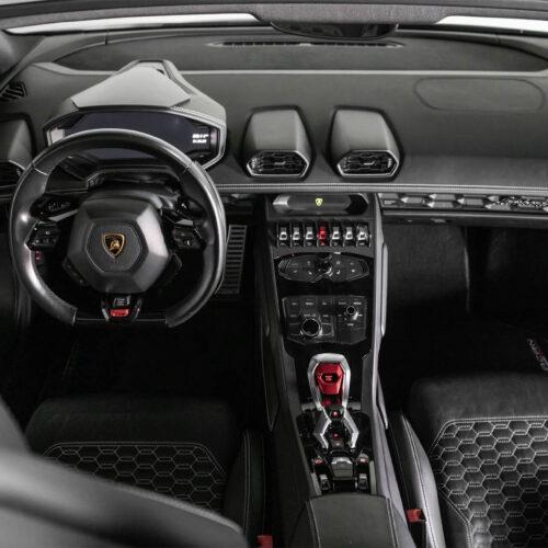 Dashboard - Huracan Spyder Rental